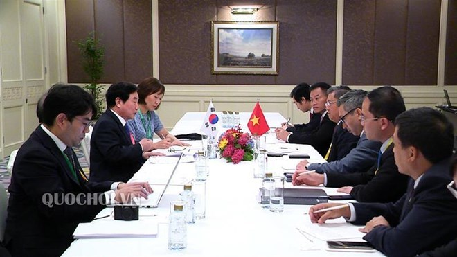 Vietnamese NA leader meets her counterparts on sidelines of AIPA 40