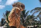 Resort ma mị với hình nhân gỗ khổng lồ tại thị trấn cổ ở Mexico