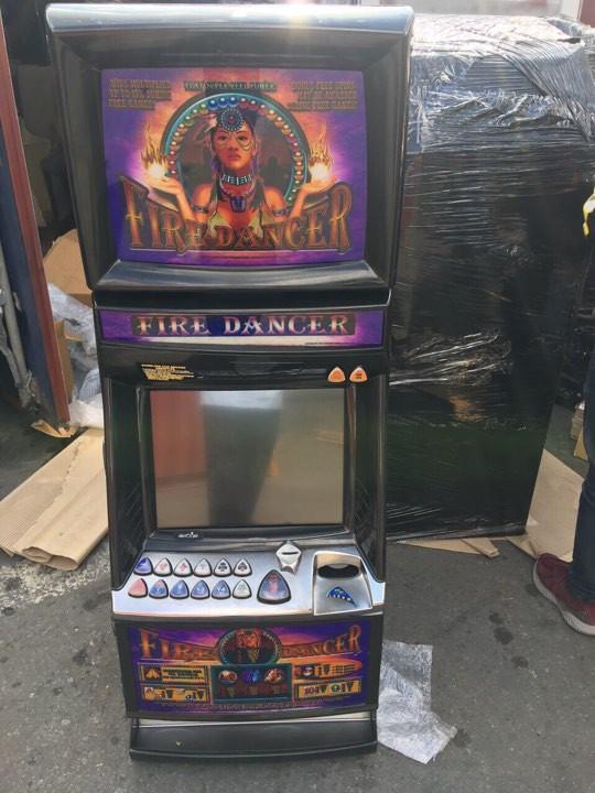 Nhập lậu 40 máy đánh bạc nhưng khai là bàn làm việc