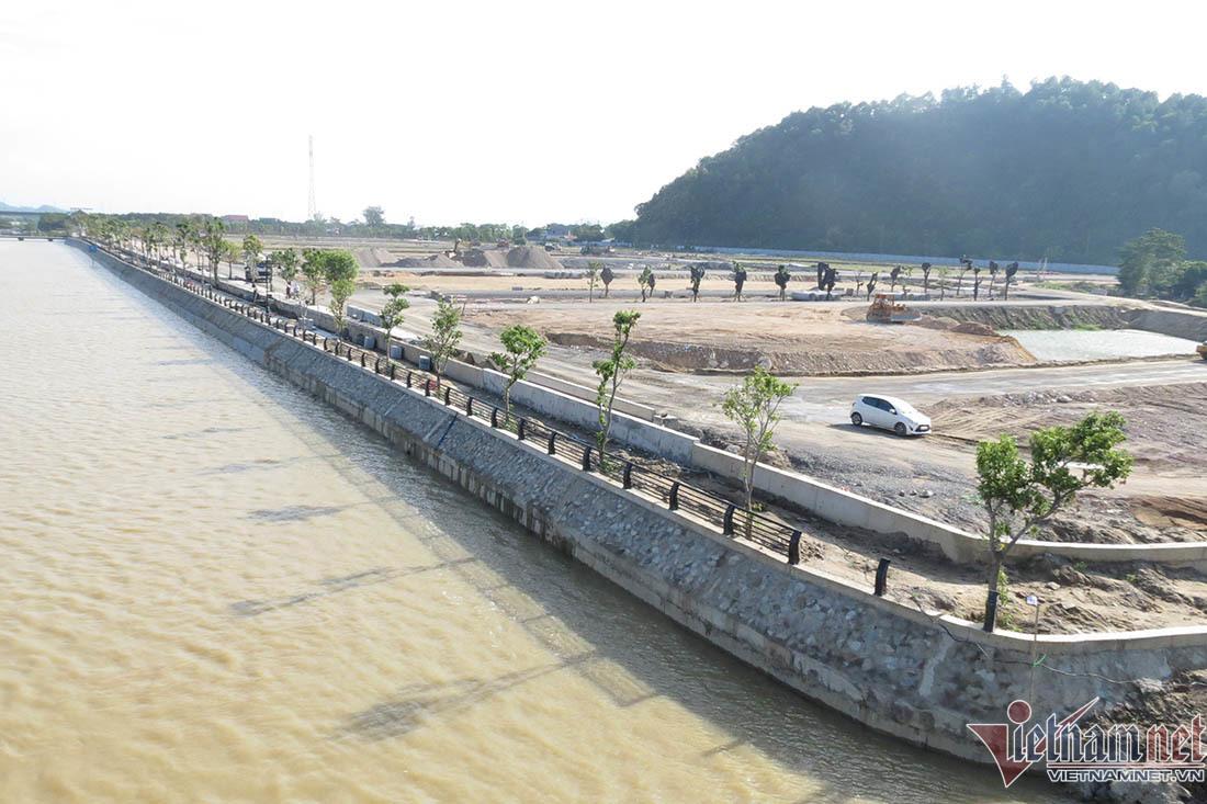 Tự ý sửa chữa di tích cầu phao Bến Thủy, lấn sông Lam 42m