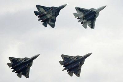 Mãn nhãn với các màn lộn nhào của máy bay tối tân Nga