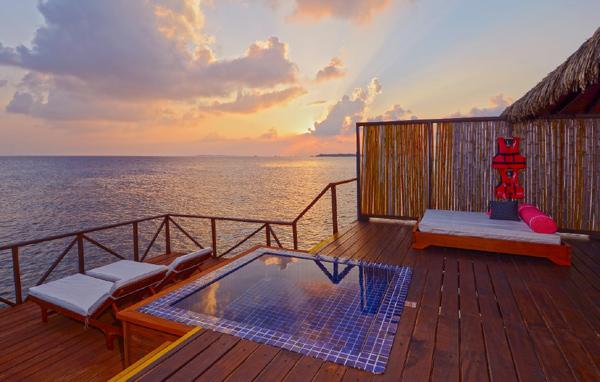Hành trình 5 ngày khám phá Maldives cùng Hoài Linh, Tóc Tiên