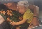 Chổi lau nhà rơi từ tầng 17 trúng đầu bé trai hơn 1 tuổi ở Hà Nội