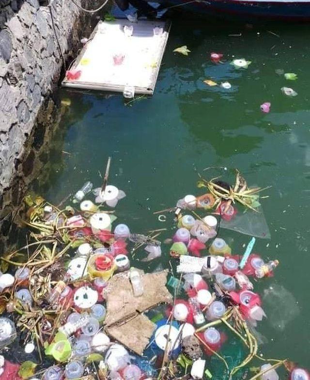 Thả 3 vạn hoa đăng nhựa xuống biển Cát Bà là làm ngược