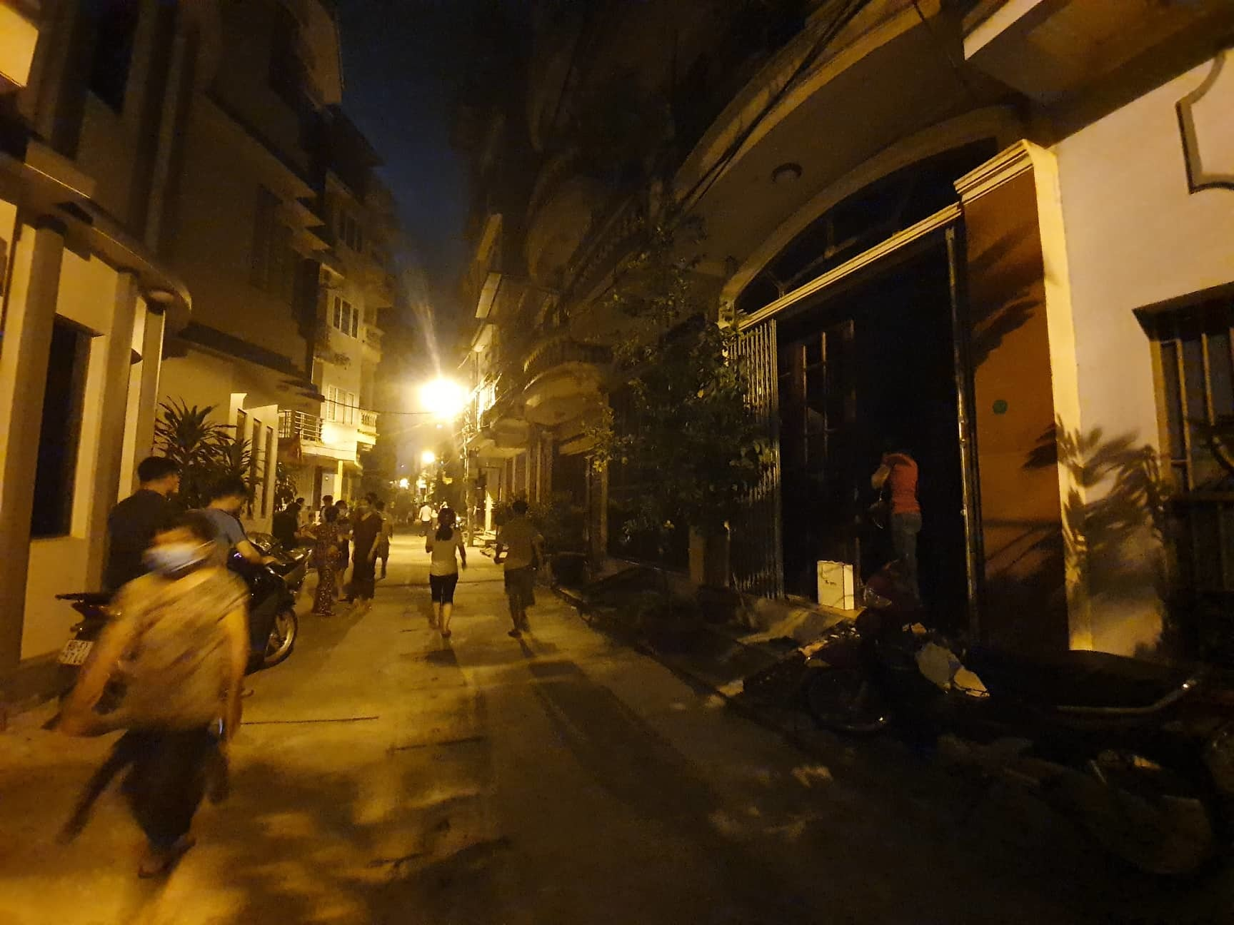 Hà Nội: Cháy rừng rực ở nhà máy bóng đèn phích nước Rạng Đông