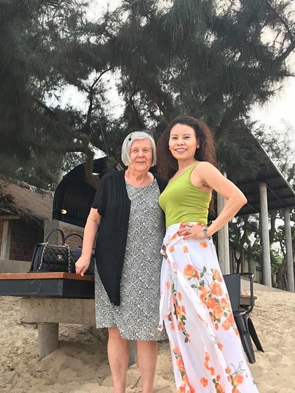 Mẹ chồng cũ Hà Hồ là doanh nhân máu mặt phố núi, gia cảnh Kim Lý ở Thụy Điển thì sao?