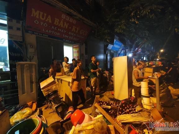 Nhà máy bóng đèn phích nước Rạng Đông cháy cuồn cuộn, dân ôm đồ tháo chạy