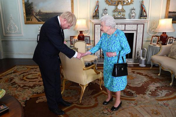 Nữ hoàng Anh đồng ý cho phép đình chỉ quốc hội