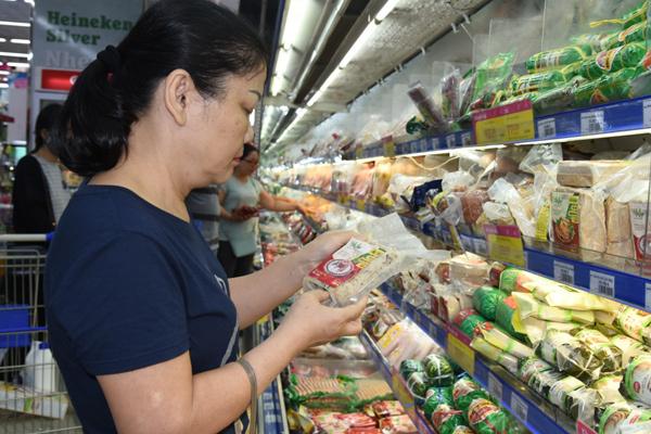 Chả lụa không hàn the Hai Lúa lên kệ siêu thị