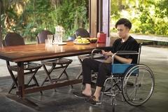 Dương Triệu Vũ đau khổ, bế tắc vì vợ và bạn thân phản bội trong MV mới