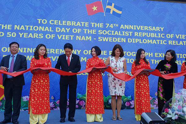 Khai mạc triển lãm ảnh và tuần phim Việt Nam tại Thụy Điển