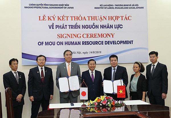Thống đốc tỉnh Nagano kỳ vọng vào sự hợp tác giữa JHL Group và Nozomi Group