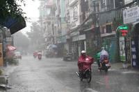 Ảnh hưởng bão số 4, TP.HCM và các tỉnh Nam bộ có mưa to, sóng lớn