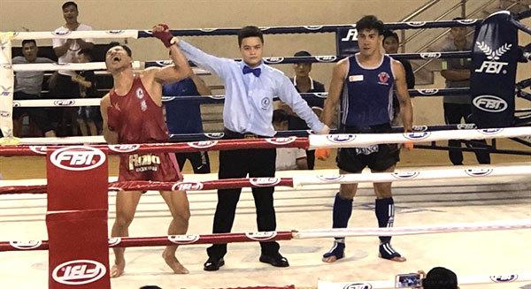 Phat wins shock Muay Thai championship