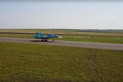 Xem siêu tiêm kích Su-34 Nga đáp xuống đường cao tốc