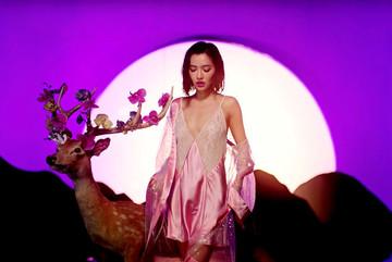 MV mới của Bích Phương bị tố 'đạo nhái', gợi cảm quá đà