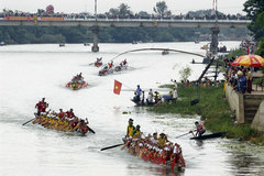 Two Quang Binh festivals granted national heritage titles