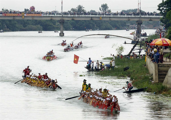 Quang Binh,drum beating festival,traditional boat racing festival,entertainment news,what's on,Vietnam culture,Vietnam tradition,vn news,Vietnam beauty,Vietnam news,vietnamnet news,vietnamnet bridge,Vietnamese newspaper,Vietnam latest news,Vietnamese news