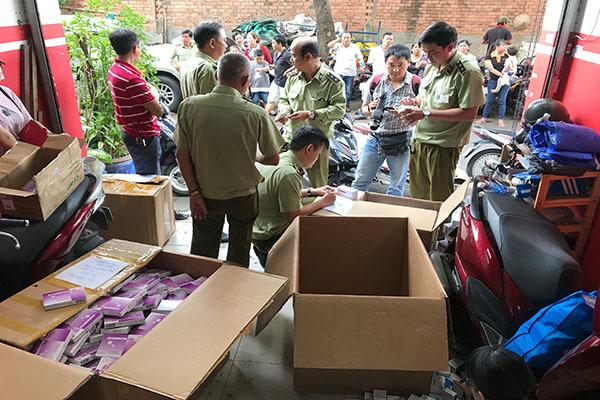 Đột kích kho tân dược có thuốc đặc trị rất đắt nghi nhập lậu ở Sài Gòn