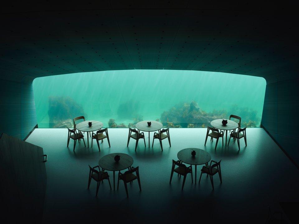 'Đột nhập' nhà hàng dưới nước lớn nhất thế giới