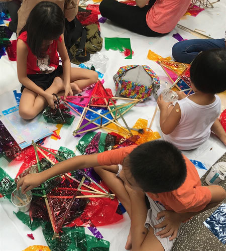 Making traditional lanterns to gift children in rural areas