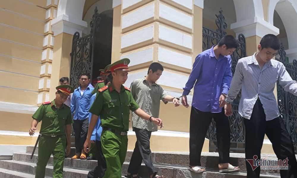 Cướp thùng bia, vài lon nước ngọt ở Sài Gòn, băng cướp hoảng sợ khai lý do