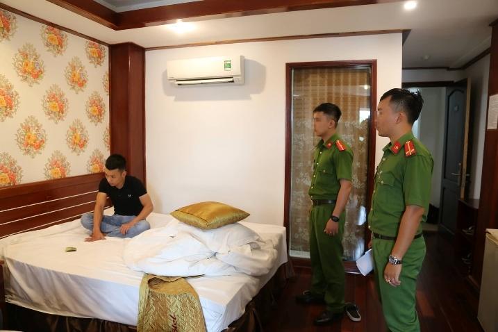 Nhóm nam nữ có súng, đưa ma túy vào khách sạn ở Đà Nẵng sử dụng tập thể
