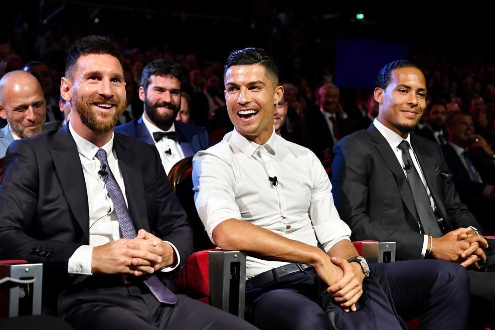 Quả bóng vàng 2019: MU gây sốc, Van Dijk dễ hạ Messi, Ronaldo
