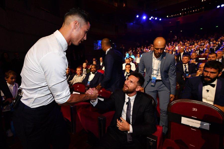 Ronaldo dốc lòng nói về Messi gây sốt