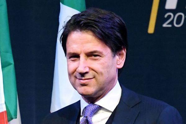 Thủ tướng Italia trở lại sau gần chục ngày từ chức