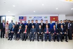 Thủ tướng Malaysia cùng Chủ tịch HĐQT FPT trao đổi về chuyển đổi số