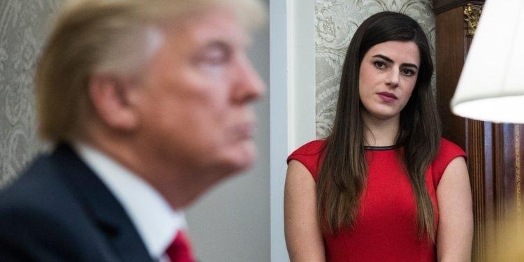 Ông Trump bất ngờ sa thải trợ lý cá nhân