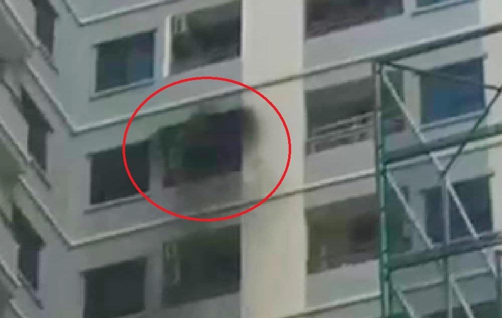 Cháy căn hộ chung cư Mường Thanh ở Đà Nẵng, người dân tháo chạy
