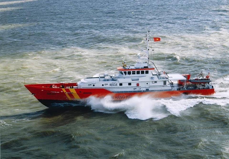 Hành trình tìm kiếm 10 thuyền viên mất tích 2 ngày trong bão số 4