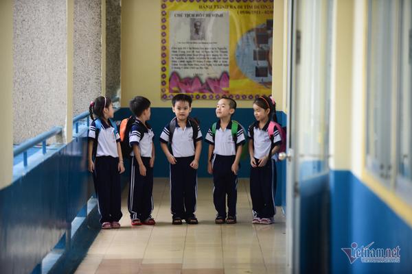 5 bé sinh 5 đầu tiên của VN háo hức vào lớp 1