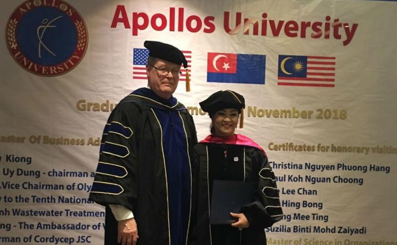 Đổ tiền xây trường đại học, tuổi 70 đại gia nhận bằng quốc tế