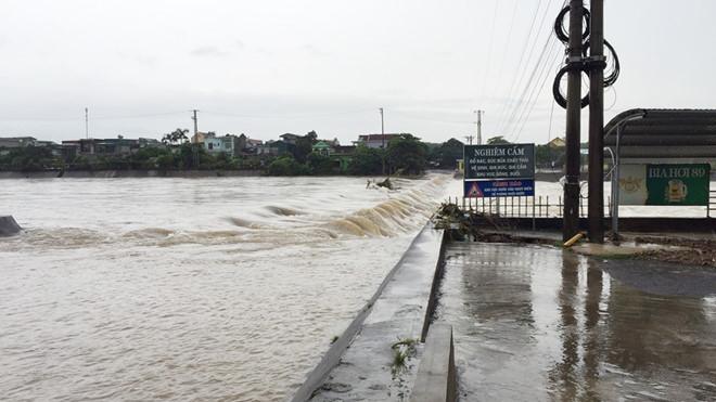 Lũ dâng cao chia cắt nhiều nơi, Quảng Ninh phát công điện khẩn