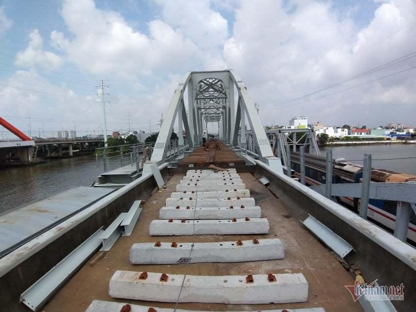 Tàu, thuyền trên 300 tấn đi qua cầu Bình Lợi sẽ bị thu phí BOT