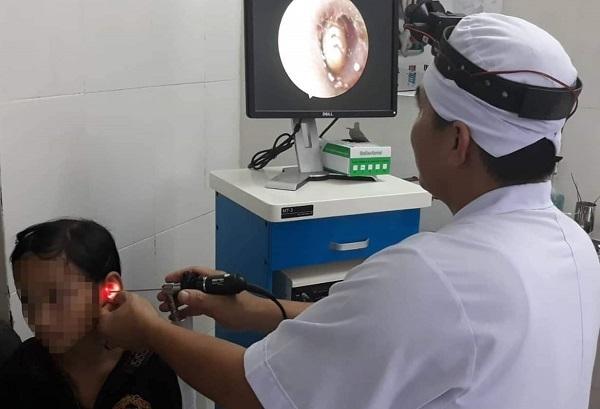 Ve chó chui vào tai bé gái 10 tuổi ở Hà Tĩnh gây đau nhức