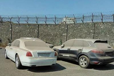 Nhiều xe sang Rolls-Royce bị bỏ hoang tại Dubai giàu có