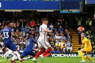 Hàng thủ hớ hênh, Chelsea đánh rơi chiến thắng
