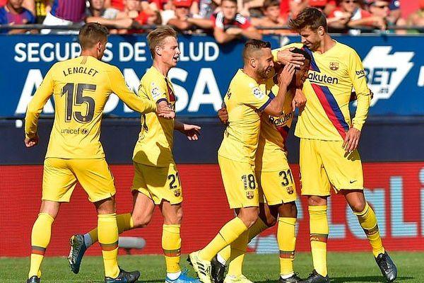 """Griezmann """"mất điện"""", Barca thoát thua nhờ cầu thủ 16 tuổi"""