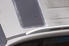 Xe bị dột vì hở cửa sổ trời, cách khắc phục ra sao?