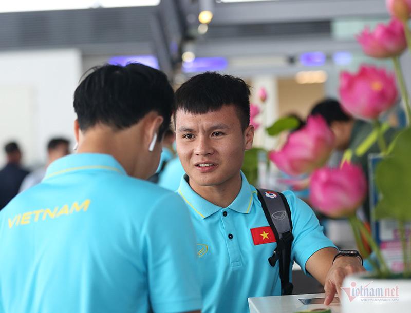 Tuyển Việt Nam háo hức lên đường, sẵn sàng đấu Thái Lan