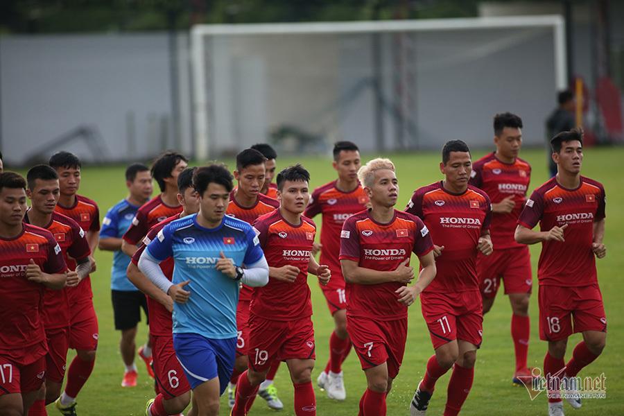 Thầy Park 'khổ luyện' giảm cân, đua thể lực với cầu thủ Việt Nam