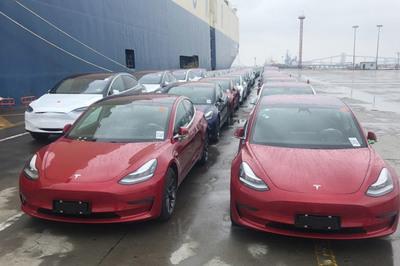 Trung Quốc miễn trừ 10% thuế mua hàng cho xe điện Tesla
