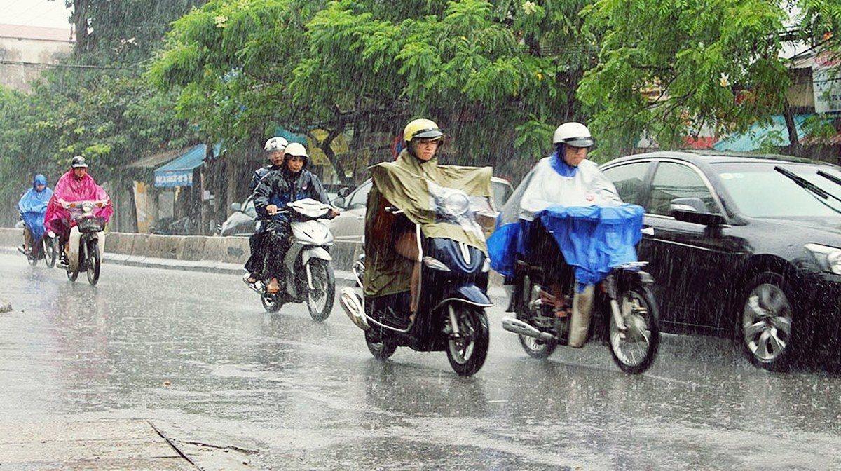 Mưa bão, xe máy hãy tránh xa các tòa nhà cao tầng