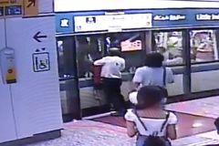Người phụ nữ mắc kẹt vì cố mở cửa tàu điện ngầm và lý do bất ngờ