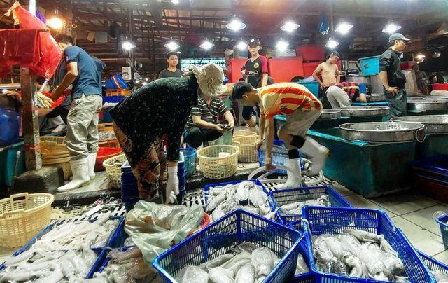 Dân buôn hải sản 'hốt bạc' dịp lễ 2/9, nhiều điểm bán bỏ túi hàng trăm triệu