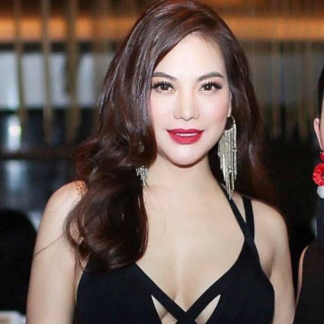 Trương Ngọc Ánh tuổi 43 vẫn sexy nghẹt thở
